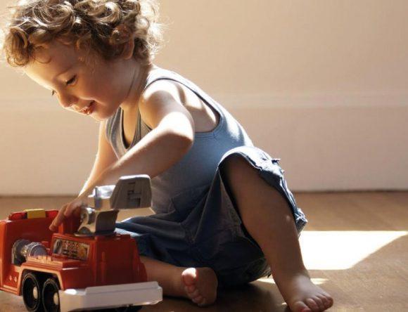 L'importanza del gioco in solitudine per i nostri bambini